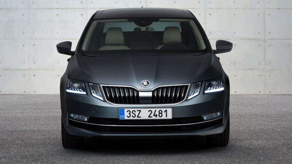 Skoda a prezentat primele imagini cu Octavia facelift sedan si estate - Foto 3 din 4