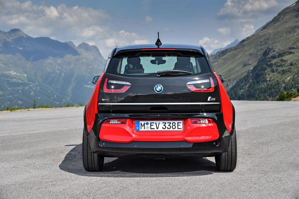 BMW i3 facelift 170 CP si i3s 184 CP sosesc la Salonul Auto de la Frankfurt - Foto 1 din 6