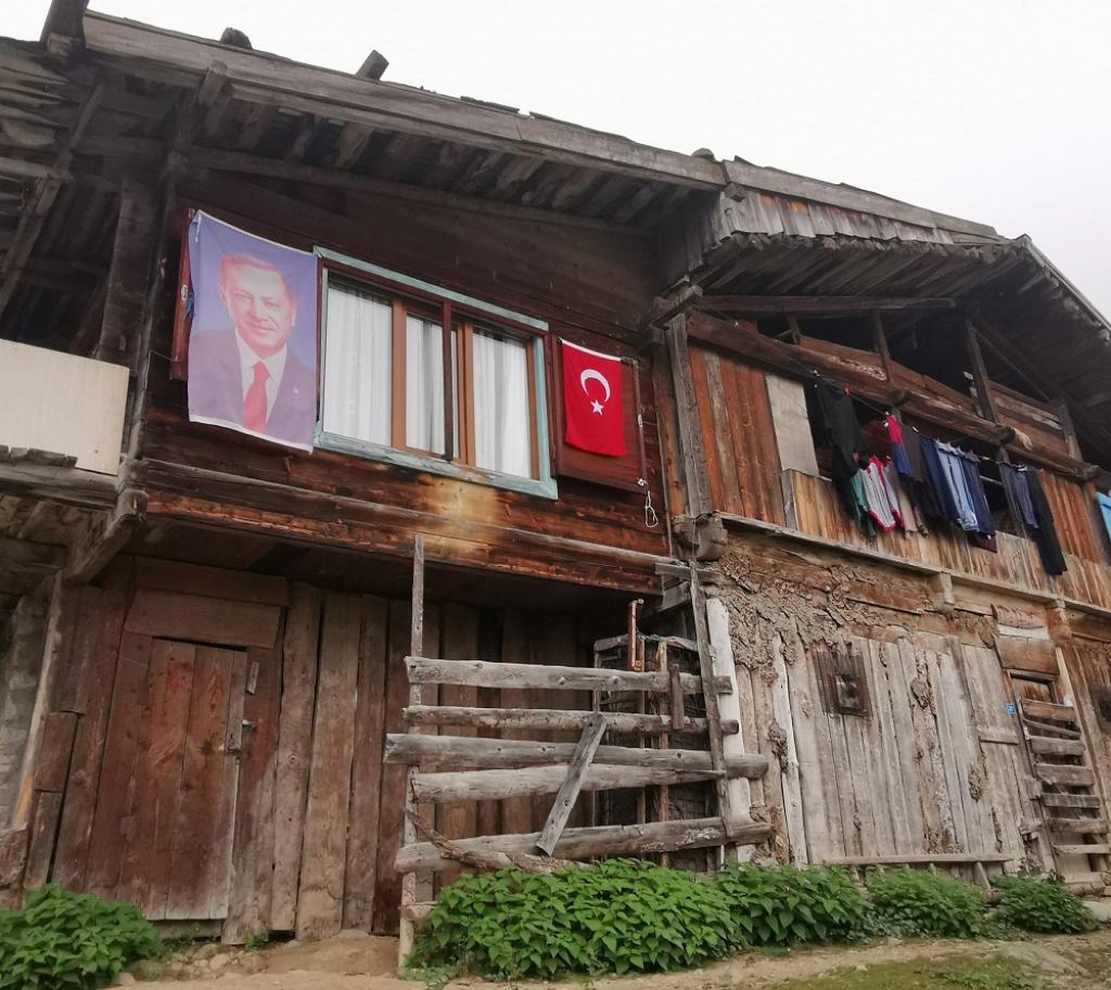 FOTO In trecere prin orasul natal al lui Erdogan: cum s-a pregatit Rize pentru vizita presedintelui Turciei - Foto 1 din 12