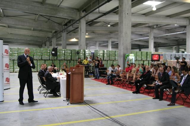 Salariul brut al unui angajat in cea mai mare fabrica Tymbark Maspex Romania: 2.300-2.400 lei - Foto 1 din 12