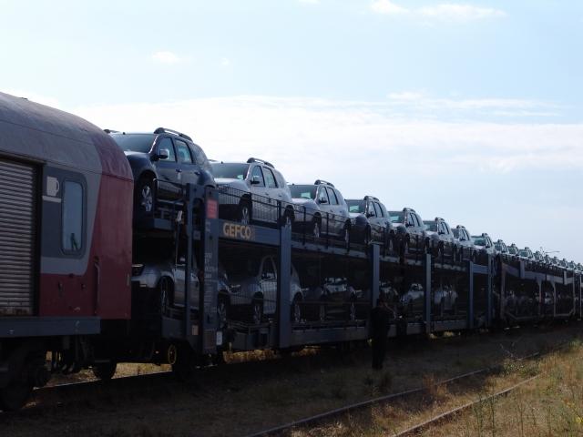 Afla cum isi transporta Dacia automobilele de la Mioveni si cat plateste pentru acestea - Foto 1 din 29