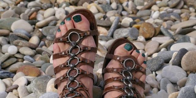 Afacere cu sandale din piele naturala