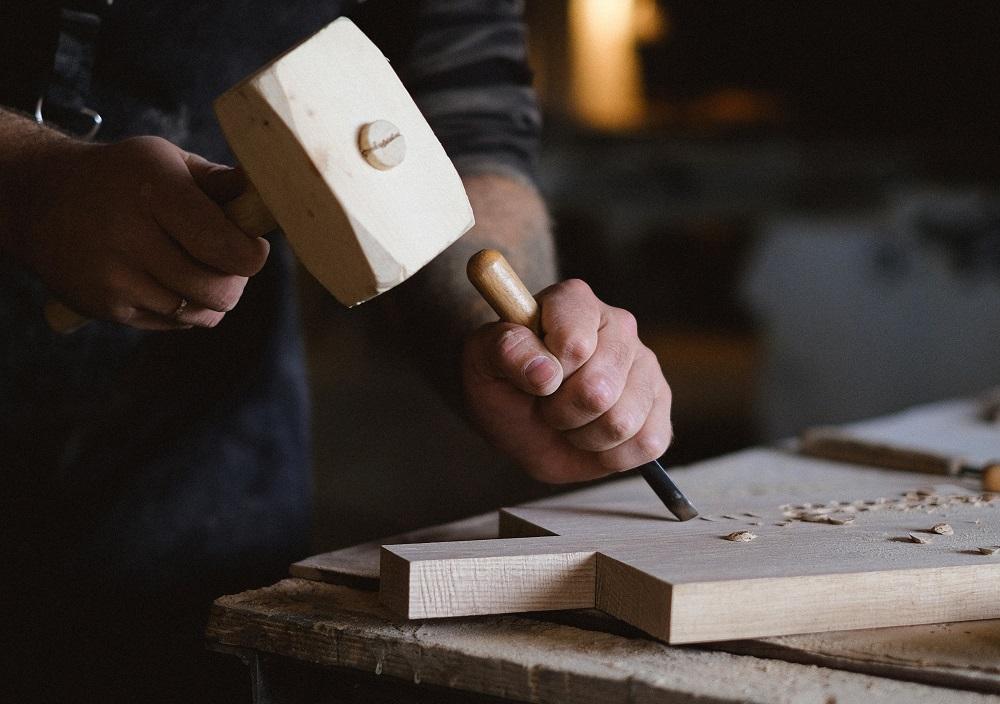 5. Prelucrarea lemnului; fabricarea articolelor din paie - 2.304 lei